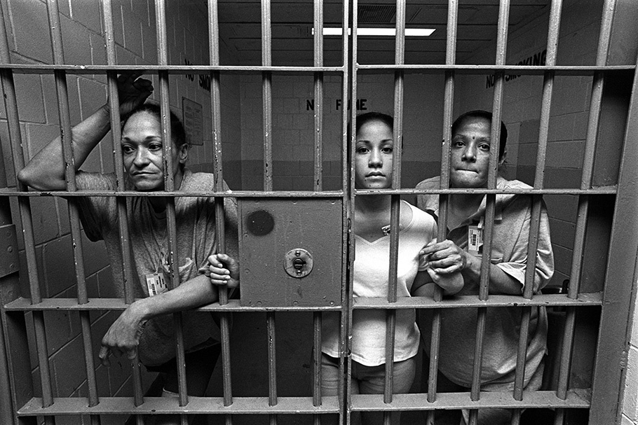 women in prison Women in prison is an american television sitcom created by katherine green which aired on fox from october 11, 1987 to february 20, 1988.